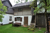 Throughout the little town of Hallstatt, there are room and little cottages for rent